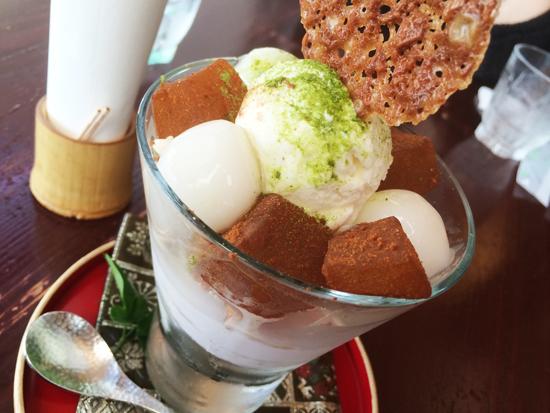 中野屋わらび餅と白玉団子のパフェの写真